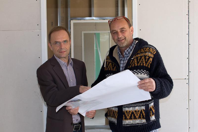 Dr. Graf-Althon (li) mit seinem Planer